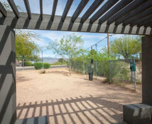 Dog Park Apartments in East Tucson